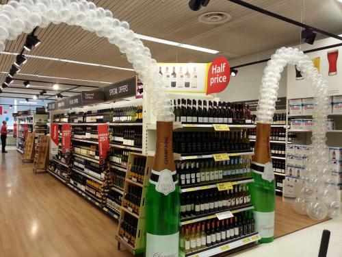 Champagne Bottle With Bubbles at Tesco Extra